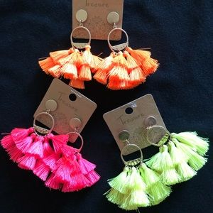 👊NWT Tassel earrings in beautiful bright colors